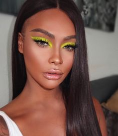 eyeliner yellow make up ; yellow eyeliner looks ; black and yellow eyeliner ; yellow eyeliner makeup looks Sleek Makeup, Glam Makeup, Eyeshadow Makeup, Natural Makeup, Makeup Usa, Neon Eyeshadow, Eyeshadow Palette, Makeup Palette, Eyeshadow Steps