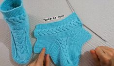 A triple auger model boot booties model audio narration Gestrickte Booties, Knitted Booties, Crochet Boots, Knitted Slippers, Baby Knitting Patterns, Knitting Stitches, Knitting Socks, Hand Knitting, Crochet Ripple