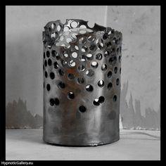 Ceramic openwork lamp in hues of steel and copper. Ceramiczna ażurowa lampa w odcieniach stalowo miedzianych.
