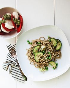 looks so light and yummy! pasta with arugula pesto and spring veggies via the little red house