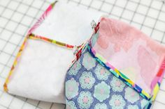 """How to Sew Easy Baskets with 10"""" Squares - Layer Cake Leftover Project! — SewCanShe Free Sewing Patterns Tutorials Mug Rug Patterns, Easy Sewing Patterns, Sewing Ideas, Bag Patterns, Sewing Tutorials, Quilt Patterns, Small Sewing Projects, Sewing Projects For Beginners, Easy Projects"""