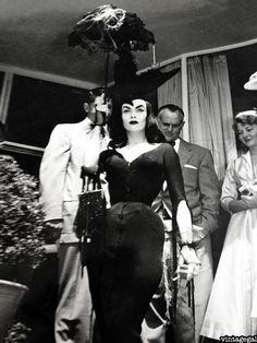 vintagegal:    Vampira