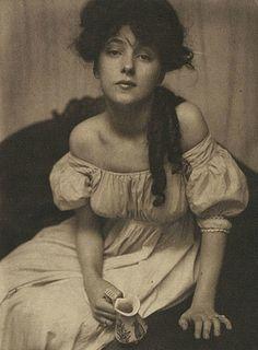 Gertrude Käserbier :: Portrait of Evelyn Nesbit, 1903