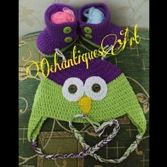 Baby boot by @amandachapman, owl hat by @repeatcrafterme