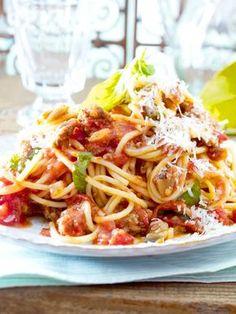 """Auf italienisch heißen Spaghetti mit Auberginen-Hack-Soße """"Pasta con Carne e Melanzane"""". Buonissimo!"""