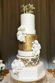Gold Wedding Cakes gold damask, sequins and pearls wedding cake - Metallic wedding cake will look luxurious on a holiday of any subject. Gold, silver and glittering elements are perfectly combined with any color range and style. Wedding Cake Pearls, Metallic Wedding Cakes, Floral Wedding Cakes, Elegant Wedding Cakes, Cool Wedding Cakes, Beautiful Wedding Cakes, Wedding Cake Designs, Wedding Cupcakes, Wedding Cake Toppers