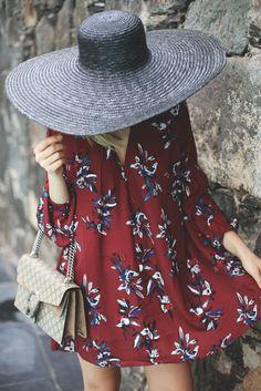 Red Floral Dress.  Mis predilecciones han cambiado! Hoy os cuento todo en #MyShowroom! http://www.myshowroomblog.es/fashion/wine-red-floral-dress/