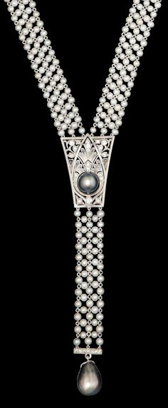 An Art Deco natural pearl sautoir, American, circa 1920. Strung on platinum wire with a platinum and diamond centre set with a dark grey pearl and dark grey pearl drop. #ArtDeco #sautoir