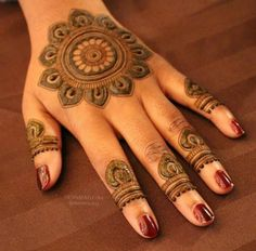 Mehndi design is one of the most authentic arts for girls. The ladies who want to decorate their hands with the best mehndi designs. Round Mehndi Design, Mehndi Design Pictures, Modern Mehndi Designs, Mehndi Designs For Fingers, Beautiful Mehndi Design, Mehndi Images, Mehndi Tattoo, Henna Mehndi, Henna Art
