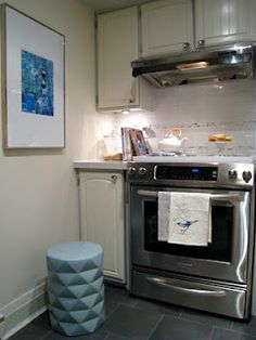 Neutral kitchen with accent in blue!