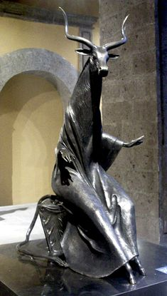 "Escultura de bronce ""Hija minotauro"" - Leonora Carrington"