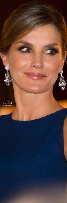 Queen Letizia Beautiful Outfits, Beautiful Women, Princess Of Spain, Spain Fashion, Spanish Royalty, Estilo Real, Spanish Royal Family, Princesa Diana, Save The Queen