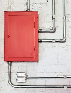 The architect Renato Mendonca, office Figoli-Ravecca, exposed pipes and painted the box red light