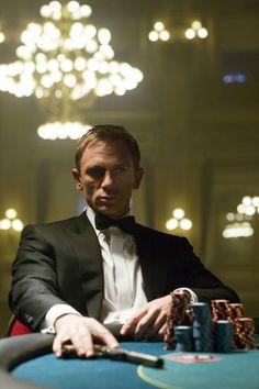 Daniel Craig ダニエル・クレイグ 007 Casino Royale カジノ・ロワイヤル 2006年OMEGA オメガ Dinner jacket Tuxedo タキシード bow 蝶ネクタイ  Gun 銃 鉄砲