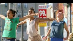 Dans un tourbillon d'images, Let's Dance revient au plus proche de la pratique pour capter l'effort, la rigueur et la sensualité de la danse. Un