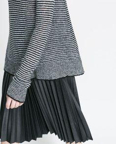 Image 4 de PULL COL TOMBANT À RAYURES de Zara