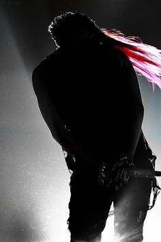 GD at a concert. I want to kiss whoever took this photo.