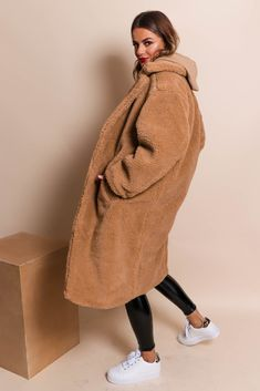 Bear Fur Coat, Teddy Bear Coat, Camel Coat Outfit, Winter Coat Outfits, Basic Outfits, Hoodie Dress, Everyday Outfits, Loungewear, Winter Style
