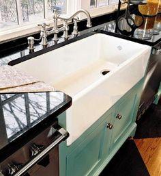moderne-küche-einrichten-küchenspüle-becken-weiß-unterschrank