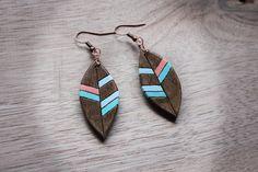 Wood earrings Colored earrings Ethnic earrings di BottegaAmet