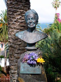 Custom portrait sculpture of Dulce Maria Loynaz by Carlos Enrique Prado. www.pradoportraits.com