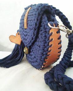 Marvelous Crochet A Shell Stitch Purse Bag Ideas. Wonderful Crochet A Shell Stitch Purse Bag Ideas. Crotchet Bags, Knitted Bags, Crochet Handbags, Crochet Purses, Love Crochet, Diy Crochet, Crochet Purse Patterns, Crochet Shell Stitch, Crochet Hearts