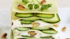 Lasagne mit Zucchini, Frischkäse und Pinienkernen | http://eatsmarter.de/rezepte/lasagne-mit-zucchini-frischkaese-und-pinienkernen