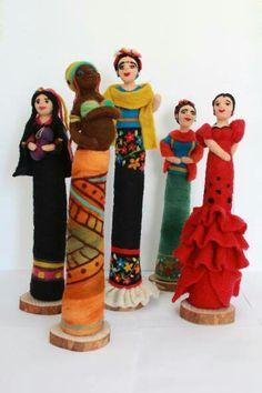 Muñecas Clothespin Dolls, Texture Design, Felt Dolls, African Art, Needle Felting, Wool Felt, Sculpture Art, Needlework, Fairy Tales