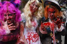 excellent zombie Alice in Wonderland group! Halloween Party, Halloween Costumes, Zombie Makeup, Zombieland, Homemade Costumes, Alice In Wonderland Party, Grimm, Fancy Dress, Fairytale