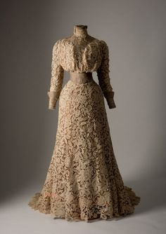 Historical fashion and costume design. Vintage Outfits, Vintage Gowns, Vintage Costumes, 1900s Fashion, Edwardian Fashion, Vintage Fashion, Belle Epoque, Vintage Mode, Look Vintage