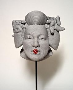With just a bit of nylon rope and Styrofoam, sculptor Mozart Guerra manages to churn out amazingly life-like sculptures. The past years have seen this Brazilian-born artist tackle subjects, like geisha's, monkey heads, and skulls.