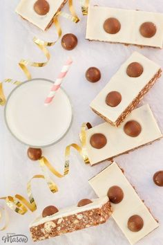 These CRAZY delicious Malteser Tiffin Bars are the perfect no bake treat! A great recipe for kids and Malteser lovers - the fridge does all the hard work for you. Click for the full recipe, helpful tips and your FREE e-cookbook! Tray Bake Recipes, Easy Baking Recipes, Fun Easy Recipes, Easy Desserts, Best Chocolate, Chocolate Recipes, Malteser Tiffin, Easy Main Course Recipes, Millionaire Shortbread Recipe