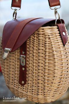 French Baskets, Newspaper Basket, Art Bag, Jane Birkin, Basket Bag, Wicker, Rattan, Beading Patterns, Bag Making