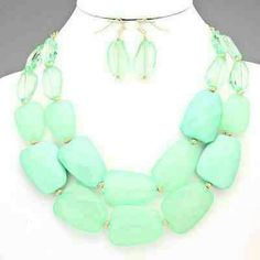 Shop Women's Boutique size OS Necklaces at a discounted price at Poshmark. Mint Jewelry, Ladies Boutique, Fashion Tips, Fashion Design, Fashion Trends, Necklace Set, My Style, Retail, Accessories