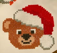 Orsetto di Natale Perler Bead Designs, Hama Beads Design, Diy Perler Beads, Hama Beads Patterns, Beading Patterns, Pearl Beads Pattern, Christmas Perler Beads, Beaded Banners, Plastic Canvas Ornaments