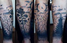 Tatouage de lune et de la forêt-noire d'encre noire sur le bras