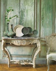 console+table+green+distressed+walls+via+dying+of+cute+on+tumblr.JPG (320×400)