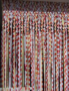 Macrame curtains with fabric strips Fabric Strip Curtains, Crochet Curtains, Crochet Fabric, Beaded Curtains, Fabric Yarn, Fabric Strips, Diy Curtains, Macrame Curtain, Macrame Projects