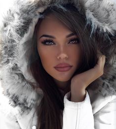 40 Christmas Makeup Looks Ideas Pur Beauty Women Power Beauty Make-up, Beauty Women, Fashion Beauty, Beauty Hacks, Hair Beauty, Brunette Beauty, Party Makeup, Wedding Makeup, Christmas Makeup Look