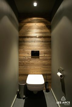 Toilet Room Decor, Small Toilet Room, Rustic Bathroom Decor, Wooden Bathroom, Small Bathroom, Bad Inspiration, Bathroom Inspiration, Home Room Design, House Design