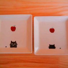 角皿・猫とリンゴの赤絵2枚セット