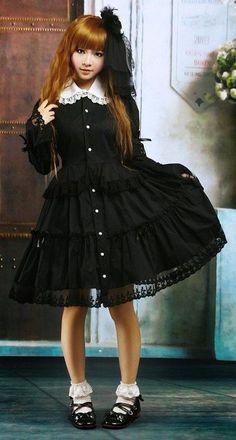 Gothic (Kuro?) lolita