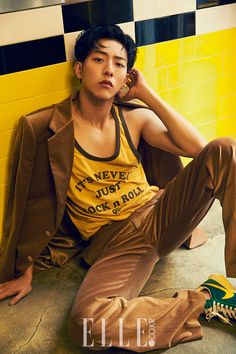 """Lee Jung Shin (CN Blue) is gearing up for his next drama, tvN's """"Cinderella & Four Knights"""" but popped by Elle for what is definitely not one of his best pictorials. Ahn Jae Hyun, Kang Min Hyuk, Lee Jong Hyun, Jung Il Woo, Lee Jung, Jung Yong Hwa, Cnblue, Minhyuk, Korean Fashion Men"""