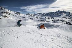 V modelové řadě All Mountain Amphibio jsme byli tradičně zvyklí nacházet užší univerzálky, vhodné zejména pro volnější carvování po sjezdovkách. Letos však do této sestavy přibyly lyže, které lze bez přehánění označit za vlka v beránčím rouše. Amphibio 18 Ti2 jsou výkonné sportovní lyže, vhodné zejména pro střední a dlouhé oblouky na všech svazích za každých sněhových podmínek. Mount Everest, Mountains, Nature, Travel, Naturaleza, Viajes, Destinations, Traveling, Trips