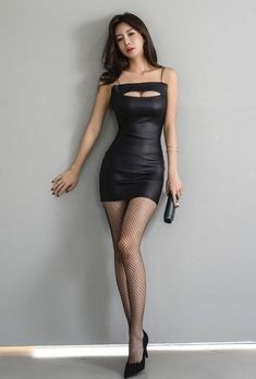 I think any woman can be transformed by a beautiful dress and high heels. Beautiful Asian Women, Beautiful Legs, Beautiful Dresses, Tight Dresses, Sexy Dresses, Short Dresses, Hot Dress, Sexy Asian Girls, Asian Fashion