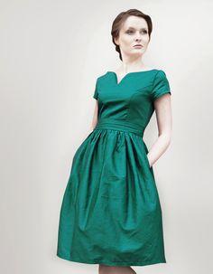 Romantisches Kleid aus Baumwollsatin.Highlight: Der herzförmige Ausschnitt formt ein schönes Dekolleté.  *DETAILS:*  • Kleid aus Baumwollsatin ...