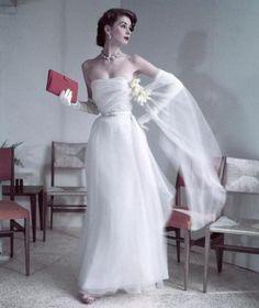 audreyhepburncomplex:  theniftyfifties:Suzy Parker wearing a white evening gown, 1950s.