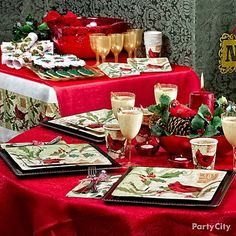 A red cardinal and holly-inspired party look! Setting up a beverage station in matching colors makes your Christmas party feel like a special celebration. Click the pic for more table themes!