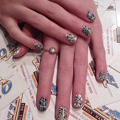 Abstract Nail Art Abstract Nail Art, Paws And Claws, Cool Nail Art, Winter Nails, Eye Color, Fun Nails, Class Ring, Finger, Manicure