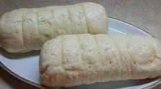 Do pekárny dáme vlažné mléko, vejce, olej, potom mouku, do jednoho rohu cukr, do druhého sůl, do prostřed důlek a do něj kvasnice. Zapneme...